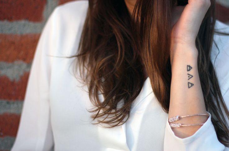 Tatuagem de glifo: a história por trás da sua glyph tattoo